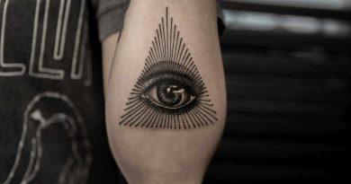 L'œil omniscient tattoo illuminati tattoo